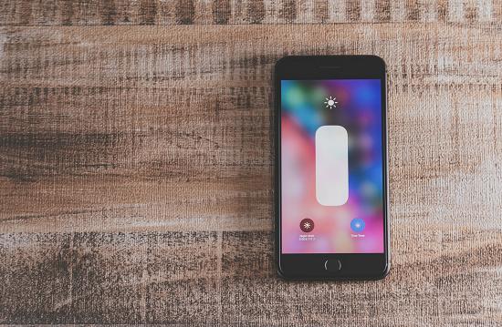 iPhoneの画面がついたままで自動でスリープにならない時の対処方法